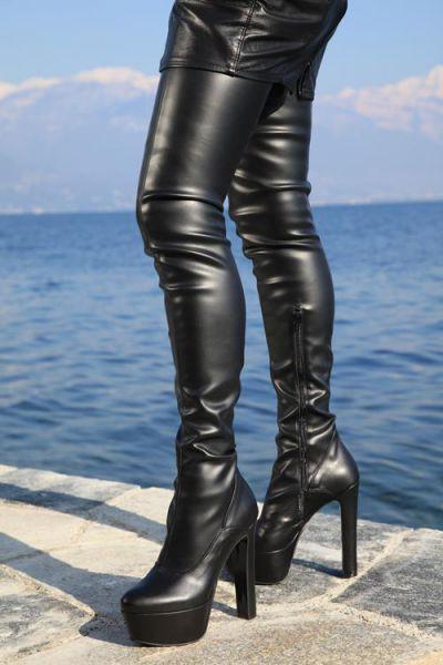 Extralanger schwarzer Stretchkunstleder Overknee Stiefel mit Plateau Tacco Grande MICELI-Made in Italy