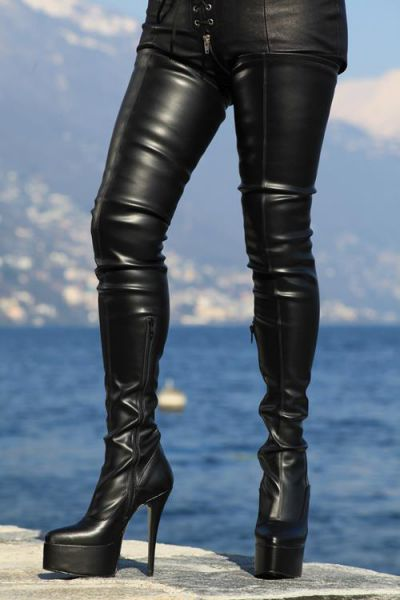 Schwarzer Stretchkunstleder Overknee Stiefel mit Plateau Tacco Spillo MICELI-Made in Italy