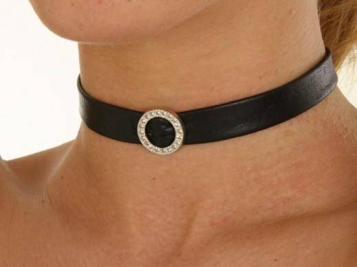 Lederhalsband mit kleinem Strass-Ring