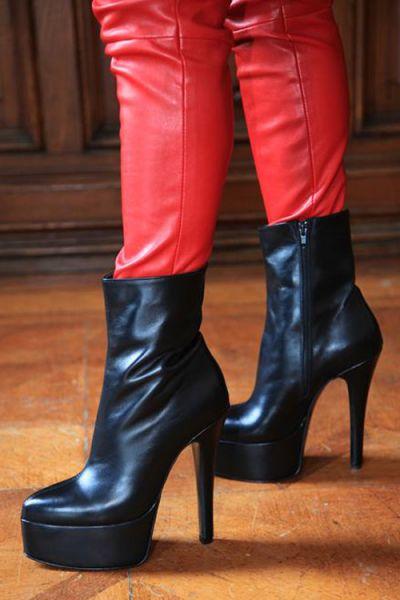 Plateau-Stiefelette in schwarz Leder