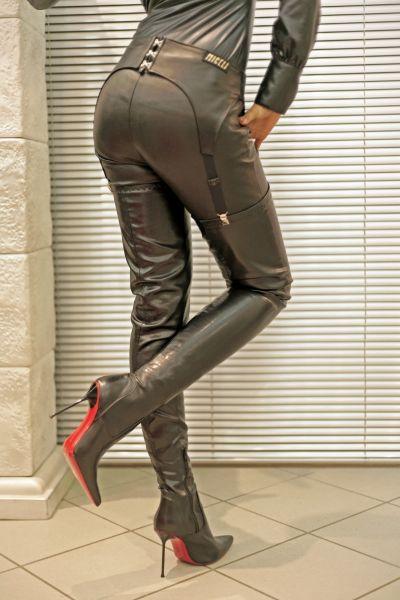 Stiefelhaltergürtel aus Leder mit Schnürung von Miceli