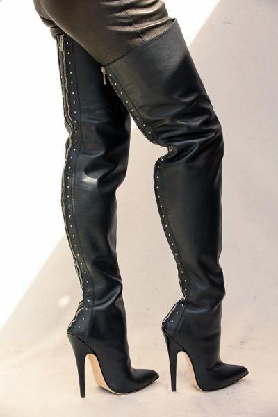 Sehr hohe schwarze Overknee Leder Stiefel mit Stiletto Absatz