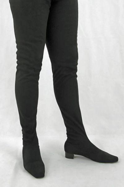 Schrittlanger schwarzer Stretchvelourkunstleder Stiefel im Stil der 60er Jahre
