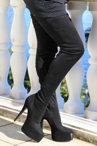 Extralanger schwarzer Overknee Velourstiefel mit eingearbeitetem Plateau MICELI-Made in Italy