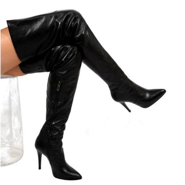 Maßgefertigter schrittlanger Crotch Lederstiefel mit 12 cm Absatz