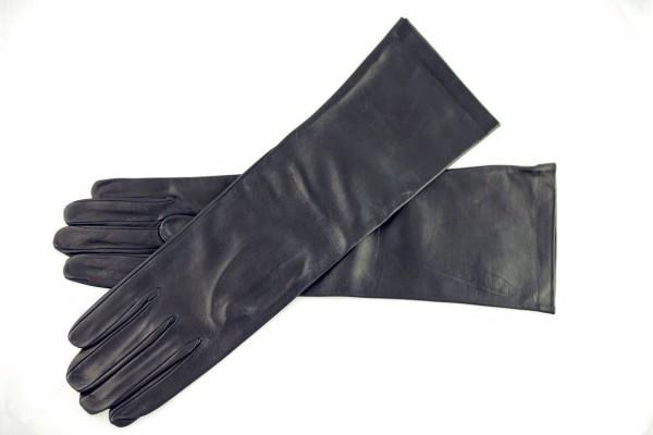 Schwarze unterarmlange Lederhandschuhe