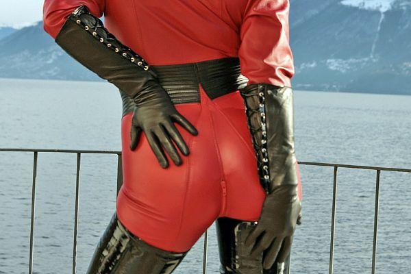 Unterarmlange Lederhandschuhe mit Schnürung