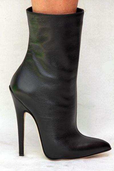 Sehr hohe schwarze Leder Stiefelette mit Stiletto Absatz
