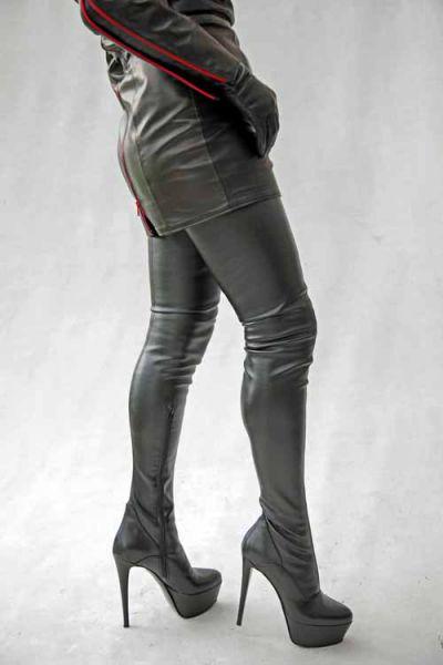Extralanger schwarzer Stretchkunstleder Overknee Stiefel mit Plateau MICELI-Made in Italy