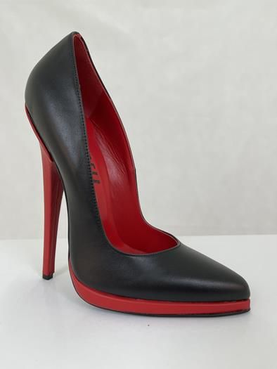 Sehr hohe schwarze Leder High Heels mit rotem Stiletto Absatz und Mini-Plateau