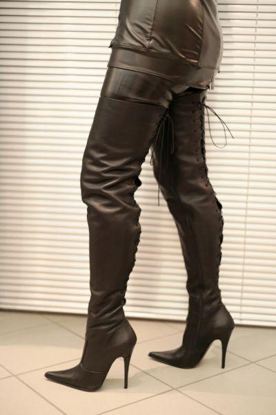 Overknee Lederstiefel mit Schnürung hinten